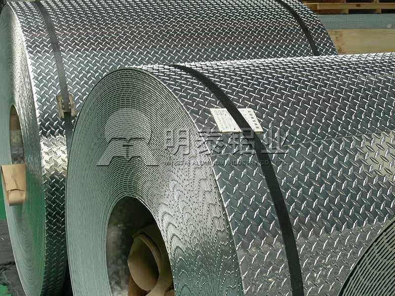 铝板厂家_工厂厂房用防滑一条筋花纹铝板卷价格多少钱?